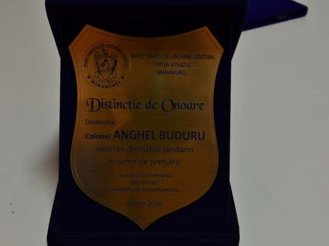 FOTO: Plachetă de onoare pentru cel mai vârstnic veteran de război, jandarm maramureşean, dl. colonel Buduru Anghel