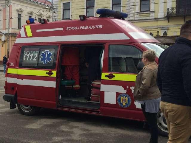 FOTO - Un tânăr aflat sub influența drogurilor a leșinat în centrul municipiului Sighet