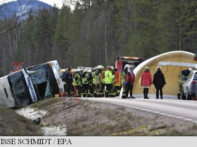 FOTO - Un autobuz cu elevi, implicat într-un accident rutier în Suedia: trei decese