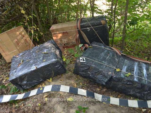 FOTO - 18.000 pachete cu ţigări de contrabandă, confiscate la frontiera de nord