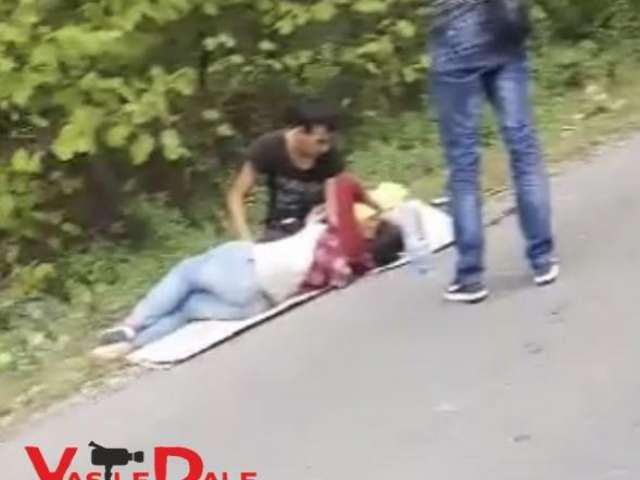 VIDEO - ACCIDENT LA ŞOMCUTA MARE – Unei gravide care circula pe bicicletă i s-a făcut rău şi a căzut pe carosabil