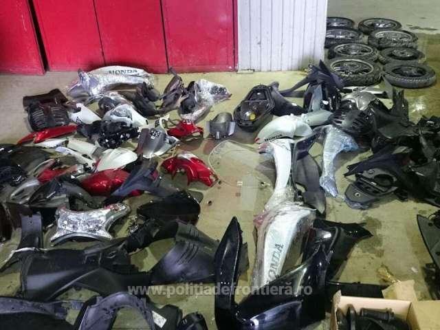 FOTO&VIDEO - Motociclete dezmembrate, căutate de autoritățile din Italia, descoperite la Petea
