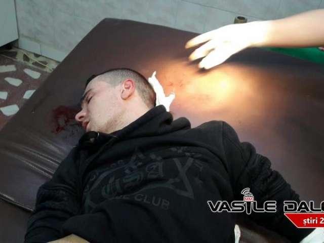 BORȘA, ȚARA NIMĂNUI - Tânăr lovit cu o sticlă în cap și snopit în bătaie în benzinăria din oraș