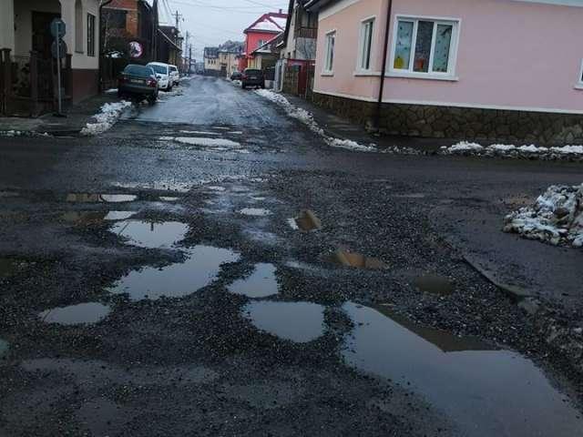 FOTO - Lucrări de mântuială și pe bani mulți la reabilitarea străzii Mihai Viteazu din Sighet. Cine va semna pentru recepție?
