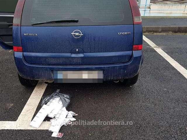 FOTO - Ţigări de contrabandă, ascunse pe corp și în autoturism, confiscate la frontiera de nord