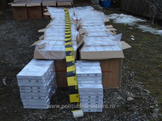 FOTO & VIDEO - 45.000 de pachete cu ţigări, confiscate de polițiștii de frontieră în urma unei percheziții