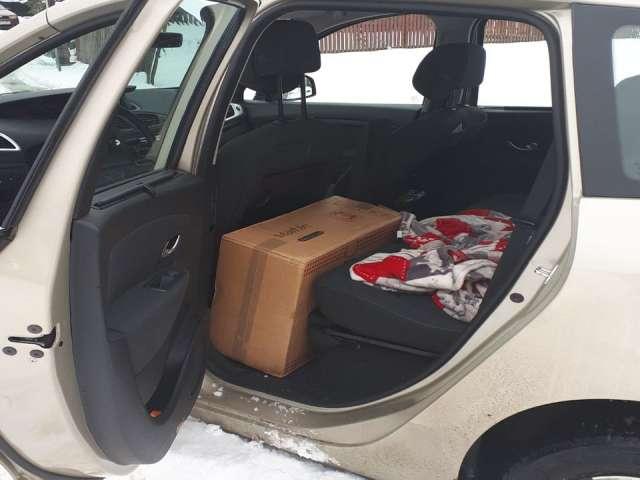 FOTO: VIȘEU DE SUS - Țigări de contrabandă descoperite într-un autoturism