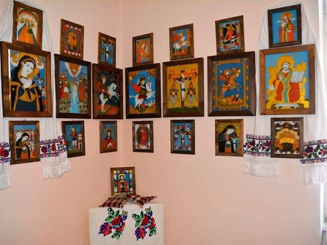 """GALERIE FOTO: CENTRUL CULTURAL SIGHET - Expoziție de pictură pe sticlă  și artă populară """"LUMINĂ DIN LUMINĂ"""""""