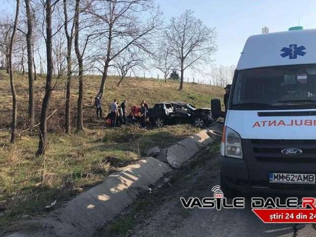 BUDEȘTI – Patru răniți după ce un autoturism de teren a ieșit de pe carosabil și a ajuns în câmp