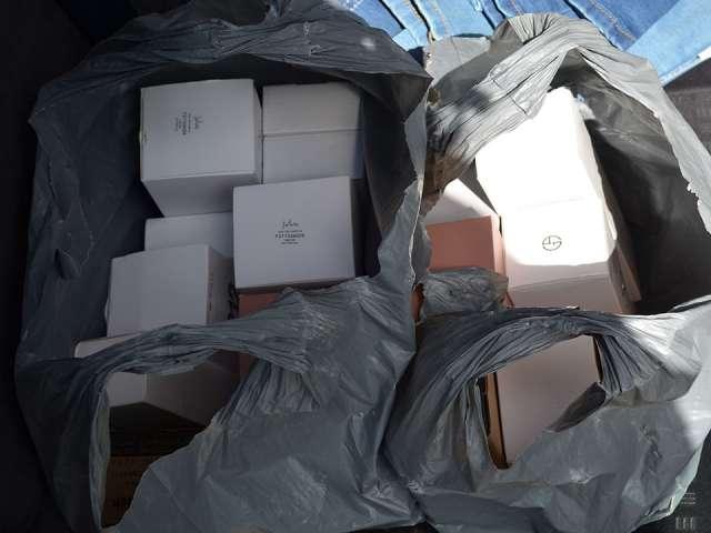 Bunuri contrafăcute, ce poartă numele unor mărci de renume, descoperite de polițiștii de frontieră la Sighetu Marmației