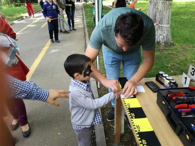 FOTO: IMPLICARE - Poliţiştii, aproape de copii, la Orăşelul Copiilor organizat la Sighetu Marmaţiei