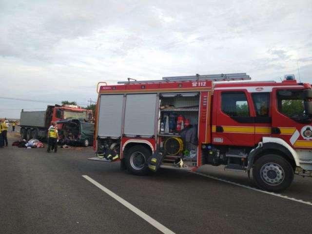 FOTO&VIDEO - Microbuz românesc implicat într-un accident cu 9 morţi, pe o șosea din Ungaria