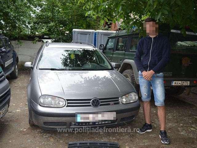 FOTO: BISTRA - Țigări descoperite ascunse în bara de protecție a unui autoturism