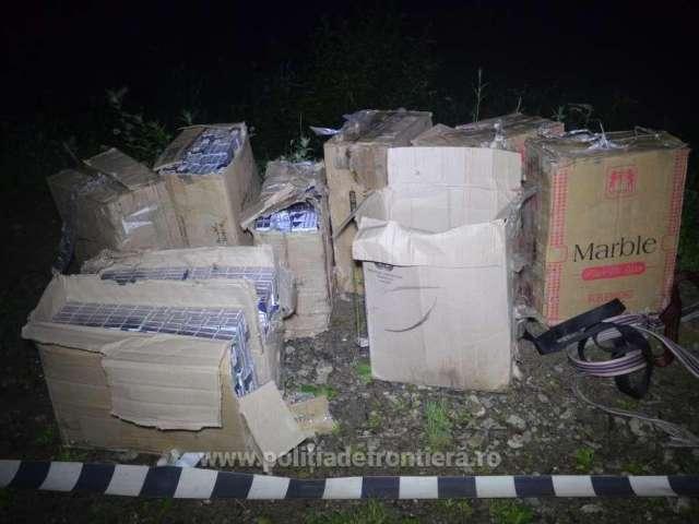 FOTO - Peste 10.000 pachete de țigări descoperite într-o mașină și la frontiera verde