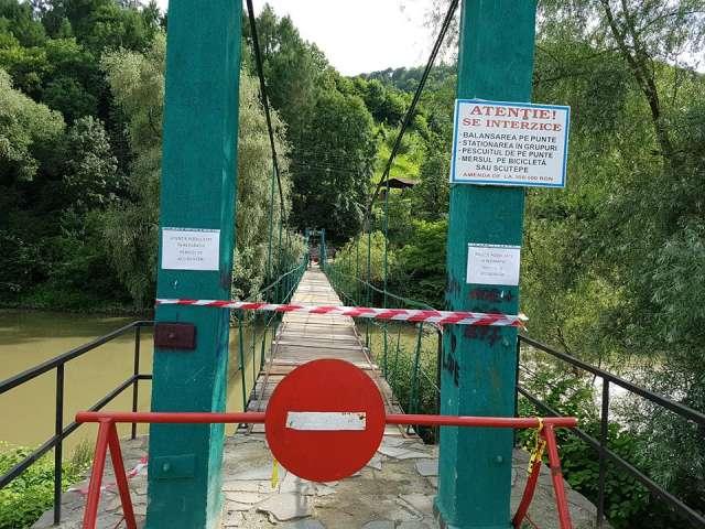 """S.O.S. - Să salvăm Podul de la """"Grădina Morii"""": Primarul Horia Scubli vrea să înlocuiască traversele de lemn cu tablă!"""