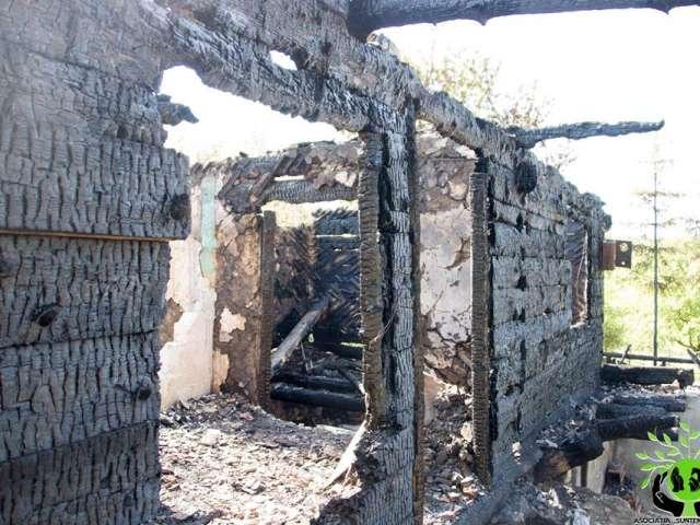 """SIGHET - Asociația """"Suntem Vocea Lor"""" a început construcția unei noi case pentru familia căreia i-a ars casa complet în ziua de Rusalii"""