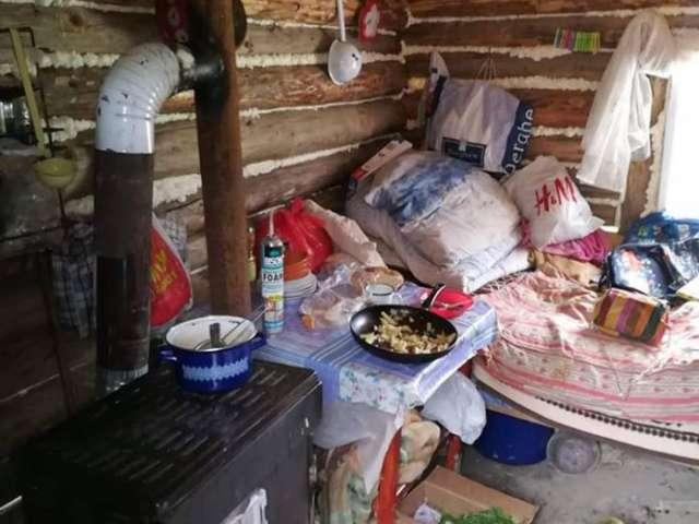 BORȘA - Mobilizare generală pentru a ajuta o familie greu încercată, care locuiește într-un adăpost de animale, după ce le-a ars casa