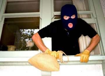 SIGHETU MARMAŢIEI: Suspecţi de furt prinşi în flagrant de poliţişti