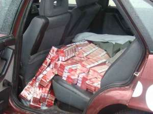 SIGHETU MARMAŢIEI: Urmărire în trafic şi ţigări de contrabandă confiscate de poliţiştii de frontieră
