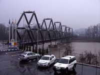SIGHETU MARMAȚIEI - Podul de lemn, în reabilitare, noul pod așteaptă avizul Apelor Române