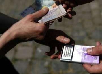 Societăţi comerciale sancţionate după ce au pus spre vânzare ţigări netimbrate în România