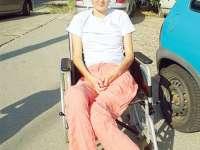"""SOLIDARITATE: O tânără paralizată din Bistriţa s-a oferit să-și doneze pielea de pe picioare: """"Eu nu le folosesc"""""""
