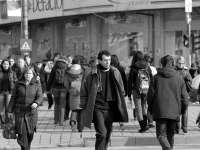 SONDAJ: Peste 35% dintre români vor să se mute definitiv în altă ţară