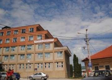Spitalul din Vişeu de Sus, obligat să-și restrângă activitatea într-o singură clădire