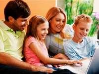 STUDIU: Copiii lăudați excesiv de părinții lor, mai predispuși să devină narcisiști mai târziu