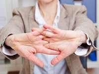 STUDIU: Pocnitul degetelor este un obicei mai degrabă benefic