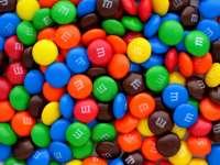 """Suedia a interzis comercializarea bomboanelor """"m&m`s"""""""