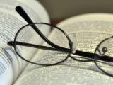 Sunt ochelatii de citit o necesitate după 45 de ani?