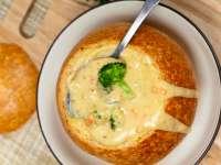 Supă cremă de broccoli și brânză Cheddar