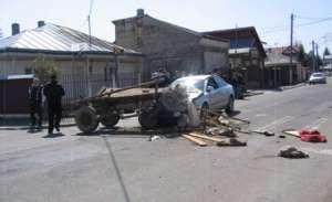 SURSE - Mihai Orza, cunoscutul patron de TIR-uri din Sighet, a provocat aseară târziu un accident, lovind o căruță în plin