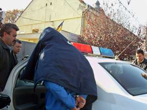 Suspect în cazul unor tâlhării şi furturi, depistat şi anchetat de poliţişti