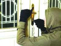Tânăr de 17 ani cercetat pentru furt din locuinţă