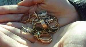 Tânăr de 25 de ani arestat preventiv după ce a furat bijuterii de aur dintr-o locuinţă