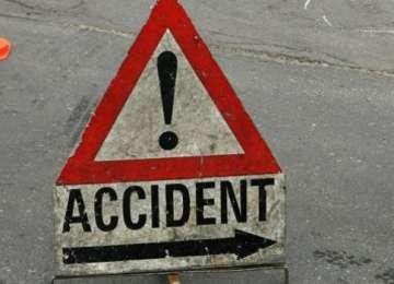 Tânăr reţinut de poliţişti după ce a produs un accident de circulaţie şi a părăsit locul faptei