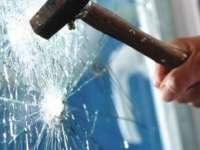 Tânăr trimis după gratii pentru comiterea infracțiunii de furt și distrugere