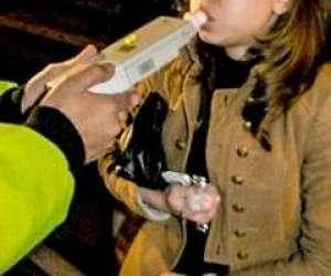 SALVA: Tânără din Budeşti, prinsă la volan fără permis şi sub influenţa băuturilor alcoolice