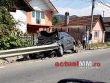 TĂUȚII DE SUS – Un șofer a intrat cu mașina într-un cap de pod