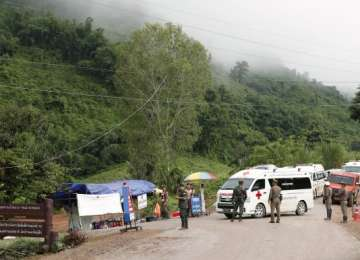 Thailanda - Salvatorii au reușit să scoată mai mulți copii din peșteră