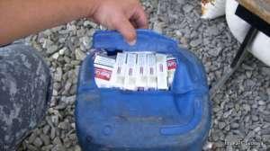 Țigări ascunse în canistre de plastic, depistate de poliţiştii de frontieră