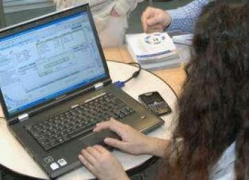 Tinerii antreprenori și femeile manager pot depune, de luni, cereri online pentru finanțarea proiectelor