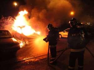 TISA: Autoturism în flăcări, în apropierea unui restaurant
