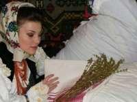 Tradiţii şi obiceiuri de Bobotează - Fetele pun busuioc sub pernă și bărbaţii se iau la întrecere să scoată Crucea din apă