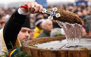 Tradiţii şi superstiţii de Bobotează, ziua în care se deschid cerurile. Ce trebuie să faci în ianuarie ca să-ţi meargă bine tot anul.
