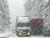 Trafic blocat în Pasul Tihuţa şi şcoli închise în Maramureş, din cauza zăpezii