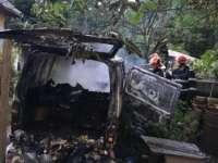 TRAGEDIE la TĂUŢII MĂGHERĂUŞ - Un bărbat a fost găsit carbonizat în interiorul unei autoutilitare care a luat foc