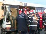 TRAGEDIE pe șosea: Cinci persoane au decedat și 27 au fost rănite în urma ciocnirii unui autobuz cu o autobasculantă